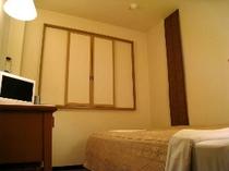 ■客室:シングルルーム・セミダブルルームのベッドは135cm幅とゆったりサイズ