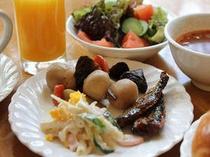 ■朝食:和洋メニューは20種以上