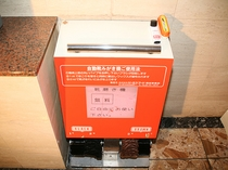 無料サービス/自動靴磨き機