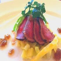 【調理長の特別料理/3~4月】 春キャベツと牛肉のタタキ エシャロット柚子ソース