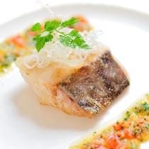 料理一例【メイン魚】鯛のソテー-春の彩バターソース