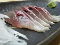 首折れ鯖のお刺身