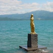 田沢湖の「たつこ像」(昼)