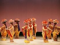 沖縄の古典舞踊四つ竹(財)沖縄観光コンベンションビューロー