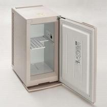 保冷庫(中身は空です)電源は内側にありますので、お客様ご自身で入れてくださいませ。