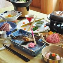 【夕食】地元で採れる山の幸・川の恵みを中心とした郷土料理をご堪能ください。