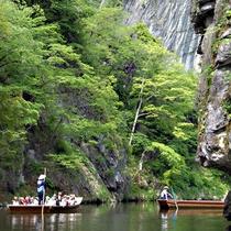【猊鼻渓】日本百景のひとつ『猊鼻渓』。荒々しい断崖、奇岩の数々を間近で堪能できます。