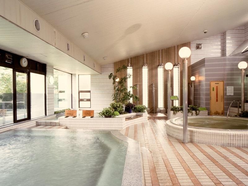 寝湯や気泡風呂などのお風呂も楽しめる