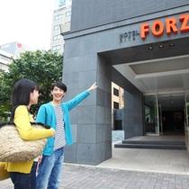 ■カップルイメージ・到着■ オレンジ色の「FORZA」ロゴが目印!