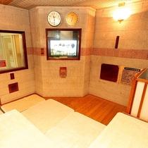 サウナにはテレビも備えつけております。