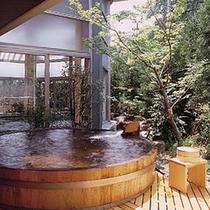 *丸太の露天風呂
