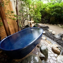 【貸切露天風呂】陶雅の湯の浴槽は湯が冷めにくい信楽焼です