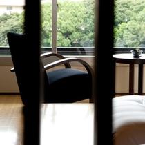 【和モダンルーム】客室には32型液晶テレビ・DVDプレイヤーを完備