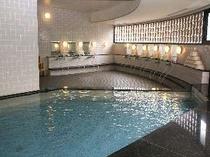 晴れた日には富士山も望める大浴場。 サウナ完備