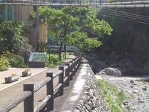男鹿川沿い遊歩道