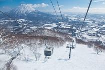 6人乗りのニセコゴンドラ(2,660m)