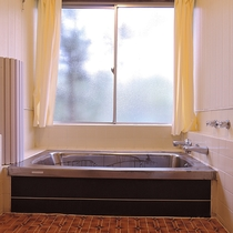 *【お風呂/女性用】お風呂のお湯は毎日抜いてから清掃し、沸かしなおしています。