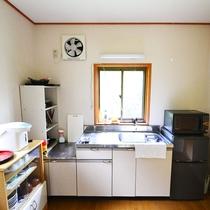 *【部屋/貸別荘】男性専用ドミトリーのキッチンには調理器具もご用意しておりますのでご安心下さい。