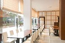 ◆朝食会場【グラスシーズンズ】やわらかな日がさしこむ開放的な空間