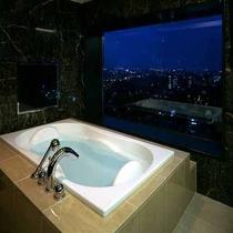 客室最上階ビューバススイートのバスルーム
