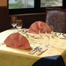 ◇フレンチレストラン≪Lapis Lazuli≫テーブルセットの一例
