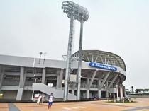【沖縄市野球場(コザしんきんスタジアム)】2014年にリニューアルしたスタジアム。