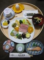 朝食(8種盛り)