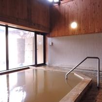 *温泉/内湯(女湯)淡いグリーン色。温泉の効能成分を損なわないように熱交換方式により加熱しております