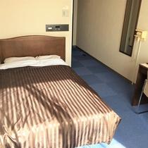 セミダブルルーム【17㎡】 ベッド幅120センチ!カップルにおすすめ *お部屋はシングルです。