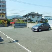 当ホテル専用無料駐車場は30台収容可能 内屋根付きもございます。