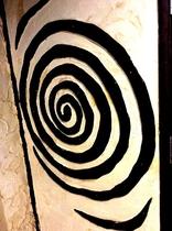 沖縄漆喰を木材で制作のハブの装飾です