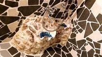 シャワーブースです、割りタイルを丁寧に張り、シャコ貝埋め込んであります