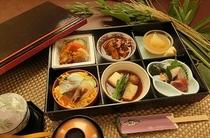 【小人のご夕食】 小学生9,030円(1泊2食付)/大人料金に連動せず一律です