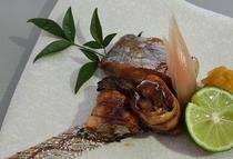 【焼物】 天然魚介類会席__焼物一例