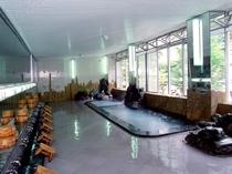 アルカリ性単純泉の本館大浴場