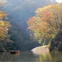 日本百景猊鼻渓(紅葉の季節)