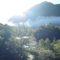 朝もやの風景
