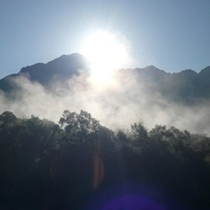 朝もや 日の出