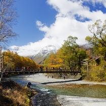 河童橋と秋の焼岳