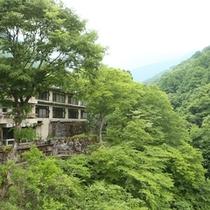 ◆松川渓谷側からの外観
