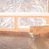 ◆天空の小鳥風呂【丸】 少し熱めの湯が体を温めます