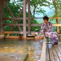◆天空の小鳥風呂【角】 夕暮れ時のお湯を楽しんで