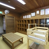 ◆大浴場の脱衣所には、ベビーベッドもご用意しています