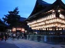 八坂神社灯り(通年24時間参拝自由)