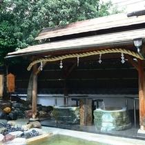 女性用大浴場「御神木の湯」の翡翠石の湯