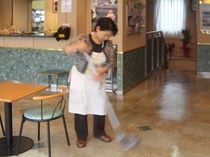 【調理スタッフ】朝食会場を綺麗にするのも美味しく食べて頂くための仕事です。