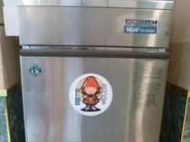 【製氷機】くろかんくんのシールが目印。24時間利用可!大分の焼酎いいちこをロックで。