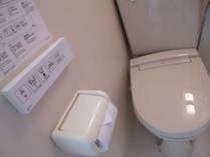 【客室シャワートイレ】全室シャワートイレ。清掃には力を入れていますので、気持ちよくご利用になれます。