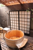 露天風呂付客室(10畳)桧の樽風呂