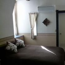 ダブルベッドルーム(201号室)